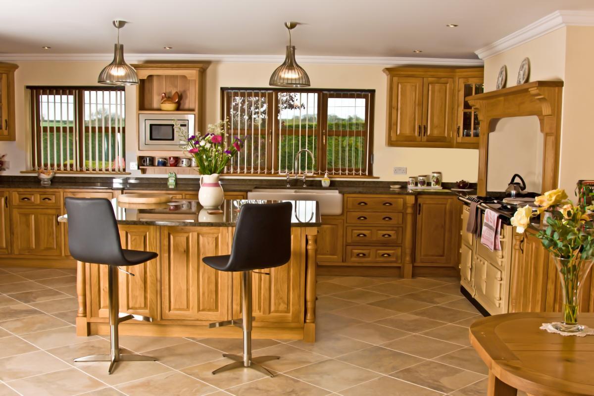 Oak Kitchen Newquay - Mark Stones Welsh Kitchens - bespoke kitchens ...