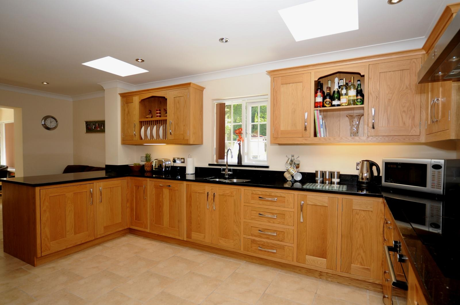 Oak shaker kitchen st davids mark stone 39 s welsh kitchens for Kitchen pictures with oak cabinets
