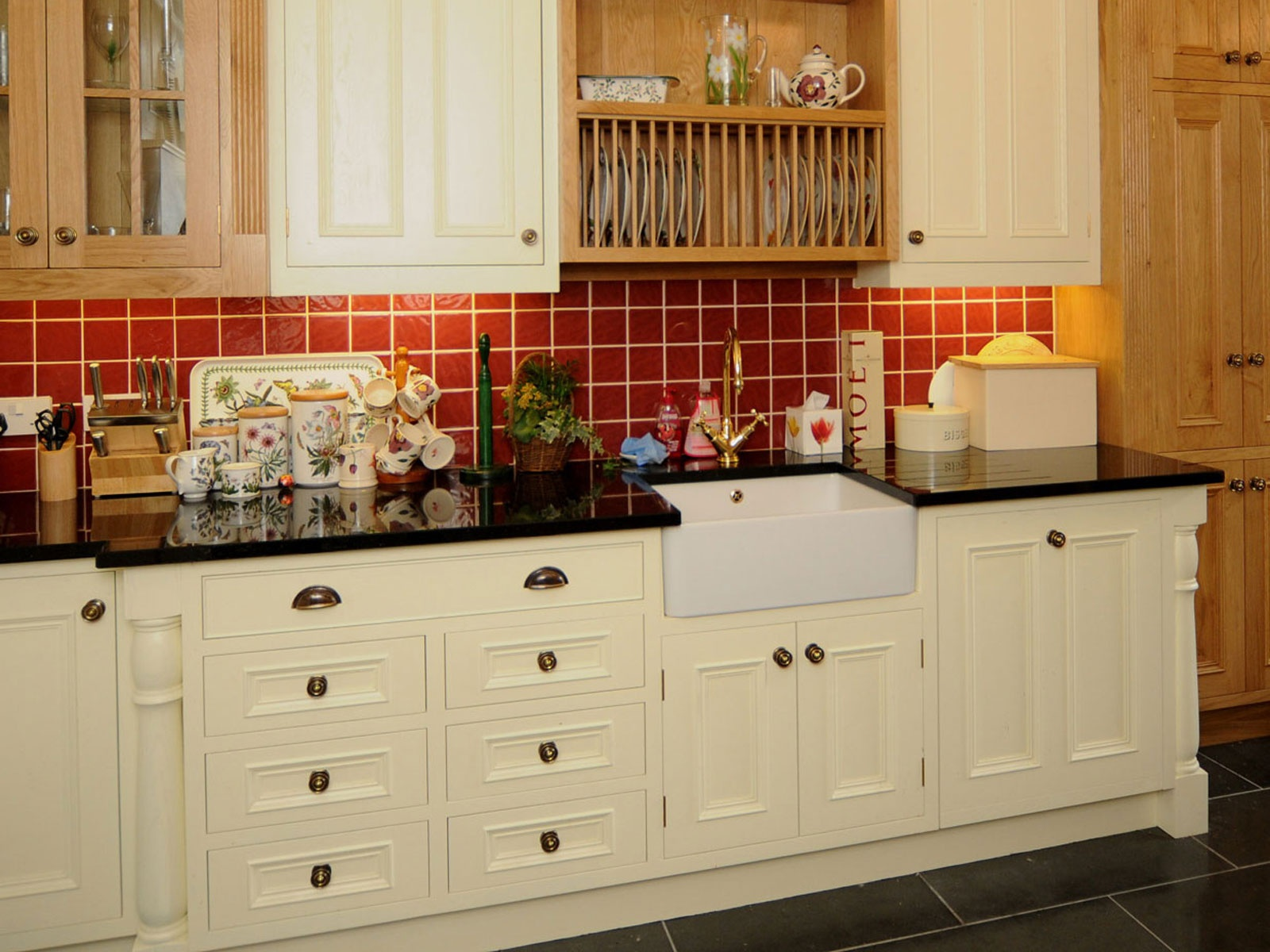 Why buy bespoke mark stone 39 s welsh kitchens bespoke for Kitchen designs normal