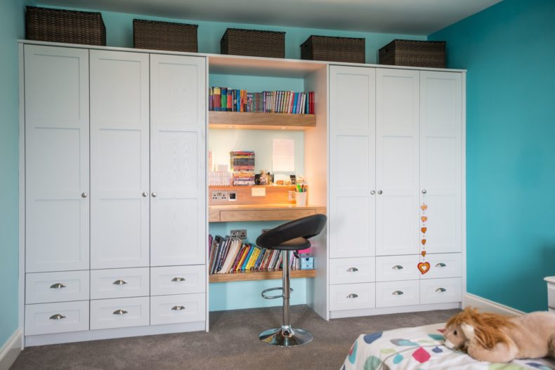 painted-and-oak-wardrobes-guilford-056