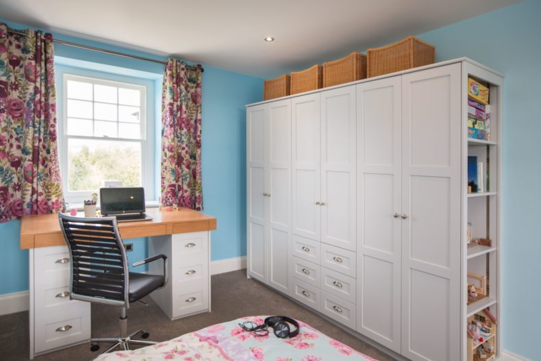 painted-and-oak-wardrobes-guilford-057