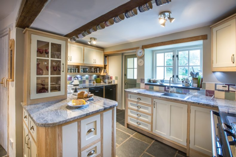rustic-painted-and-oak-kitchen-brecon-095