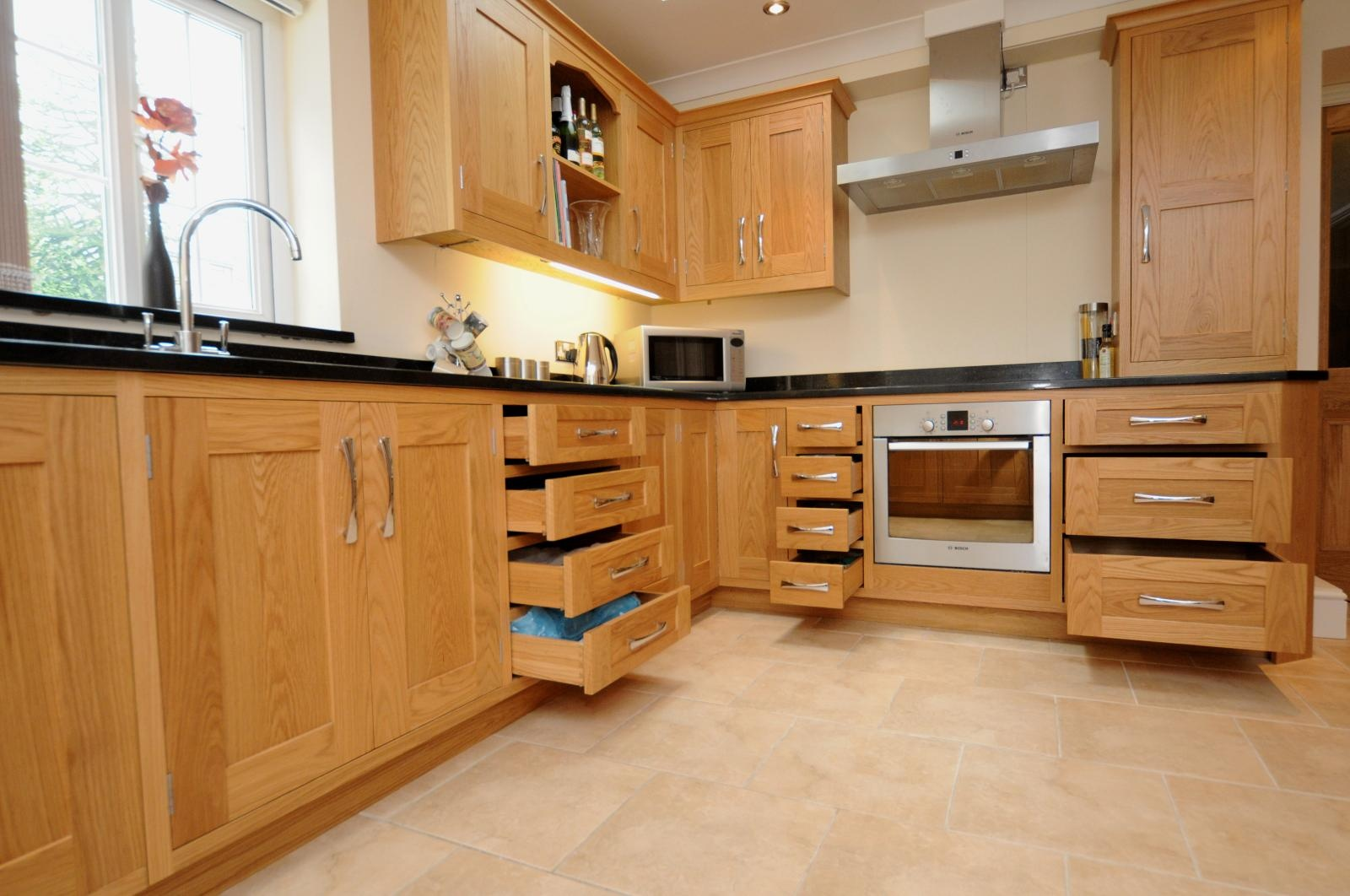 Oak shaker kitchen st davids mark stone 39 s welsh kitchens for Shaker style kitchen units